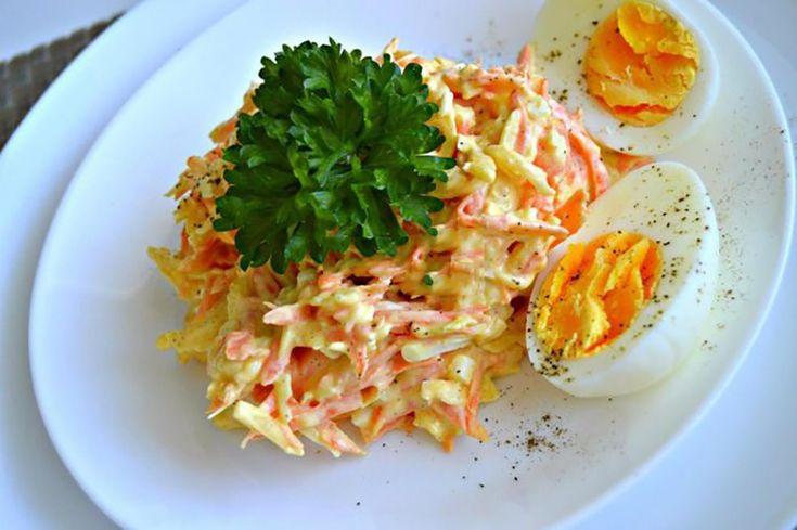 """""""Salata franțuzească cu morcov și cașcaval"""" este una dintre cele mai simple și gustoase salate. Se prepară din puține ingrediente, are un gust proaspăt datorită morcovilor cruzi, este hrănitoare, foarte gustoasă și aromată. Vă recomandăm să preparați o porție dublă, fiindcă dispare din farfurie instantaneu! INGREDIENTE -4 morcovi medii -4 ouă fierte -200 g de cașcaval tare -2 căței de usturoi -amestec de maioneză și smântână -sare și piper Notă:VeziMăsurarea ingredientelor MOD DE…"""