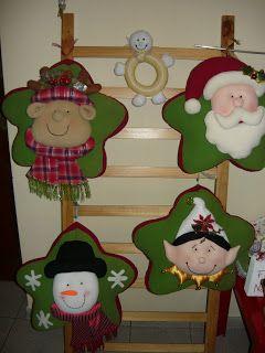 http://manualidadespattyhubner.blogspot.com.es/p/decorando-la-navidad.html?m=1  Cojines navideños y otras cosillas