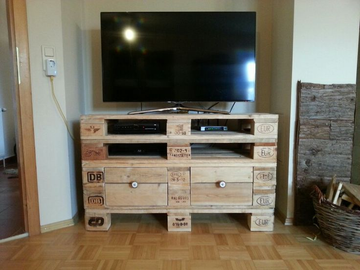 Tv regal aus europaletten at home pinterest for Tv regal selber bauen