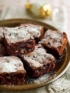 Brownies alla nutella: una preparazione golosissima che rivisita la classica ricetta dei tipici dolcetti quadrati americani. Un successo assicurato!