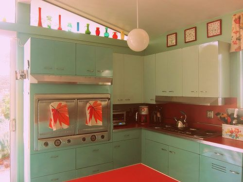 Nancy's metal kitchen cabinets get a fresh coat of paint -- and lots of new red accents - Retro Renovation