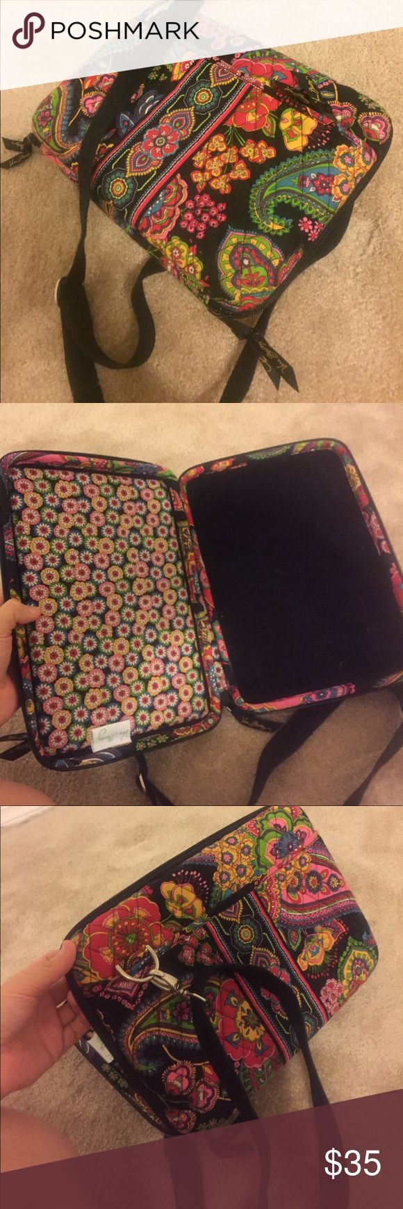 vera bradley laptop case like new, very gently used and well taken care of :)) make an offer! 💐💐 Vera Bradley Bags Laptop Bags