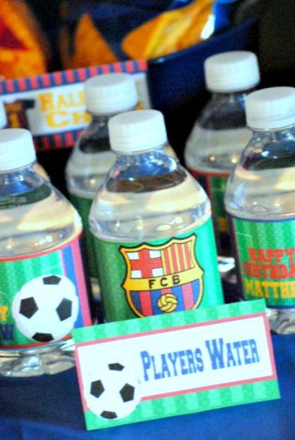 Botellas de agua personalizadas para fiesta del fútbol.