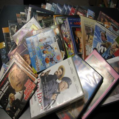 Witam !!!                   Kupię stare i nowe płyty DVD z filmami                       Stan : - bardzo dobry                             ODBIÓR OSOBISTY            Sklep ALFA    Sprzedaż i wymiana gier na konsole Xbox 3 http://www.alleopole.pl/24/
