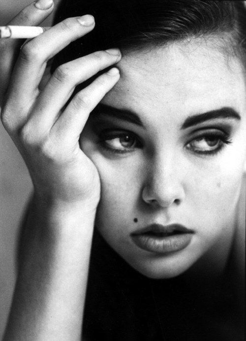 Charlize Theron, aged 18 http://www.skinnyvscurvy.com/charlize-theron/step-time-charlize-theron-age-18.html#more-57813 28B66E0200000578-0-image-m-18_1431699592412