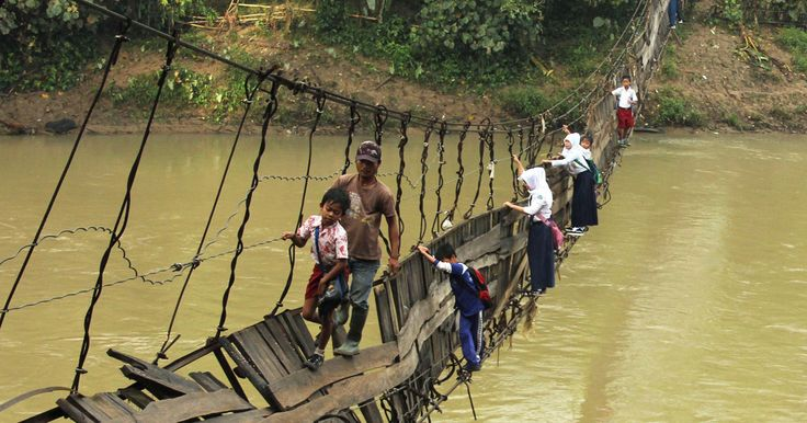 25 Of The Most Dangerous And Unusual Journeys To School In The World | Bored Panda