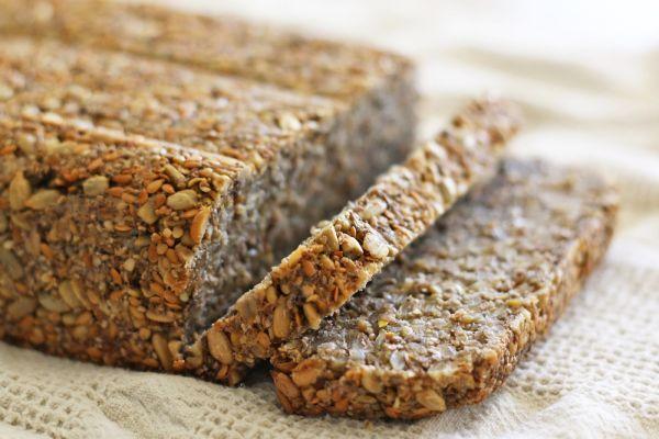 Această pâine este mai mult decât un aliment, este un adevărat leac pentru întreținerea sănătății, mai ales în familiile cu copii mici, care au nevoie să se dezvolte armonios și să se hrănească în mod adecvat.