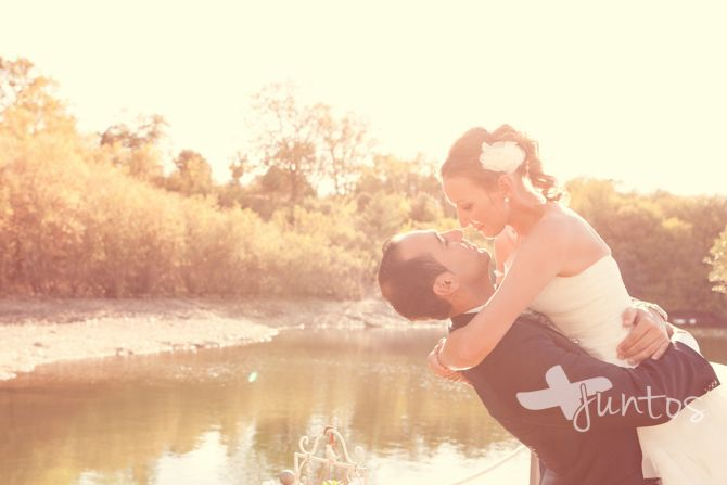 fotografia boda madrid, fotografia romantica, pareja, amor, boda escorial, lago, boda, wedding, by the lake, photographer, romantic, love www.masjuntos.com