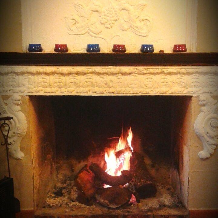 La primera chimenea para este frío que no toca... Lo importante, que no dure, la tierra tiene que estar caliente para acunar a nuestras setas.