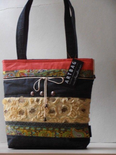 Sportos nõi táska különbözõ anyagok kombinációjával