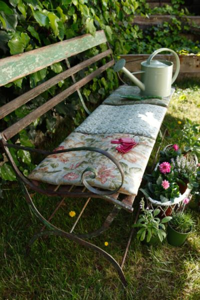 garden bench...love. Look at the charming bench cushion made from quilt squares. So comfortable and attractive!