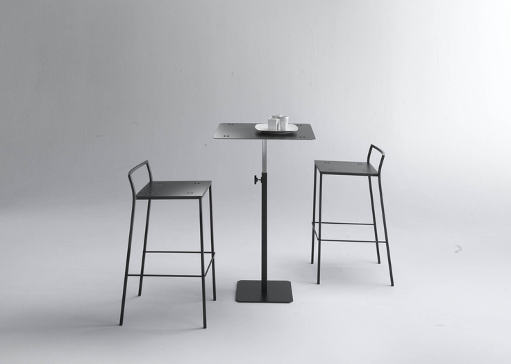 Quadrotto bar table, quadrotta stools. Made in Italy by Emme Italia. Project: designforyou lab.