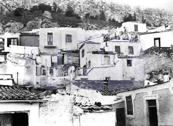 Η συνοικία Σκαγιάννη στην Πλάκα είναι η σημερινή οδός Υπερείδου. Από εκεί ξεκινούσε κάθε πρωί ο μπάρμπα-Γιάννης Οι πήλινες στάμνες διατηρούσαν το νερό δροσερό και υπήρχαν σε όλα τα σπίτια της εποχής Αφού φόρτωνε το γαϊδουράκι του με τις στάμνες, γυρνούσε στους δρόμους της πόλης για να τις πουλήσει. Η παρουσία του δεν περνούσε απαρατήρητη στους περαστικούς. Μπορεί να ήταν ντυμένος με κουρέλια και ξυπόλητος, αλλά ήταν ψηλός και όμορφος. Είχε ξανθά μαλλιά και μουστάκι.