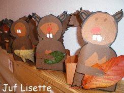 """Doos in combinatie met thema herfst. Maak een doosje """"van 16 vierkantjes"""". Plak de eekhoorn aan de voorkant en de staart aan de achterkant. Vul het doosje met eikeltjes, kastanjes e.d. Niet een mooi herfstblad tussen de pootjes."""