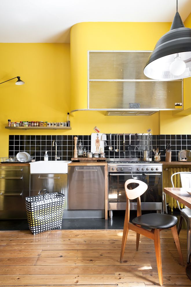 Bold yellow kitchen - Fusion D