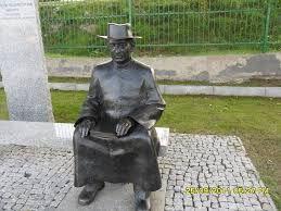 Promenada Śrem -pomnik laweczka. - G