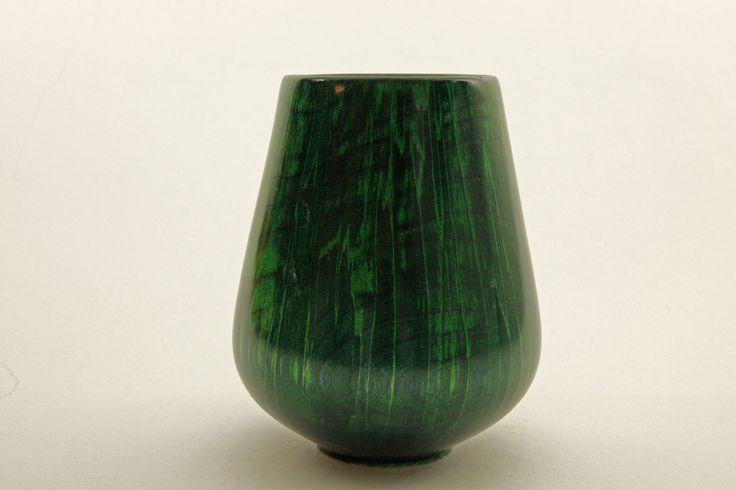 "Vase ""naturae"" aus gestockter Birke H = 17 cm, Ǿ = 13 / Wandstärke = 5 mm, grün gebeizt, Schellack Vase "" natures "" of flagging Birch H = 17 cm , Ǿ = 13 / wall thickness = 5 mm , stained green , shellac / Rogler-art by Manfred Rogler"