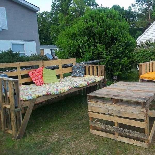 Beautiful Outdoor {Pallet} Furniture!