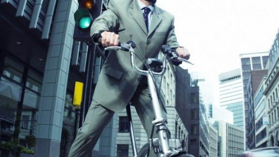 Il ministro dei Trasporti ha presentato un piano per favorire l'uso delle due ruote nella mobilità urbana: 0,25 centesimi di euro a Km,