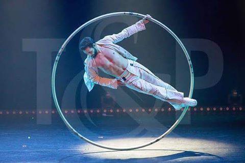 "Gefällt 125 Mal, 5 Kommentare - Guillaume Juncar (@guillaumejuncar) auf Instagram: ""#cyrwheel #rouecyr #tricks #acrobatics #circus #circusinspiration #circusaroundtheworld…"""