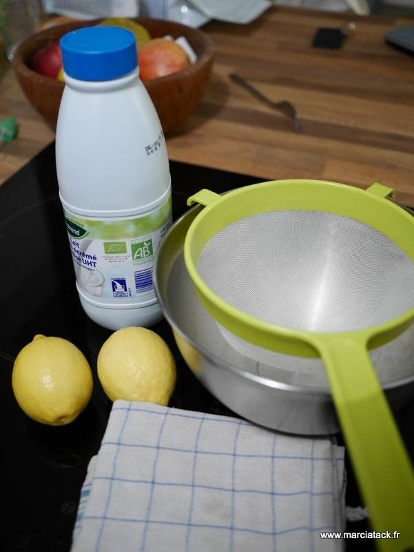 Avec des ingrédients et des ustensiles de base, réalisez en 1 heure votre propre fromage maison !