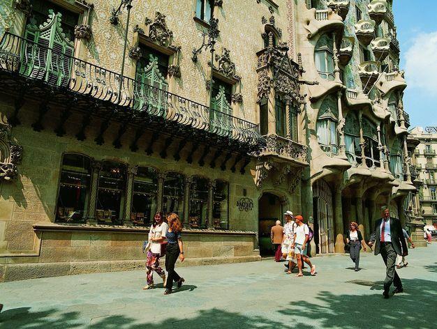 Barcelona, ciudad invitada para la Bienal de Arquitectura Barcelona será la ciudad invitada en la Bienal de Arquitectura de Buenos Aires de 2017; un acontecimiento de debate y difusión de la arquitectura latinoamericana que tiene lugar cada dos años desde 1985.  http://wp.me/p6HjOv-3y8 ConstruyenPais.com