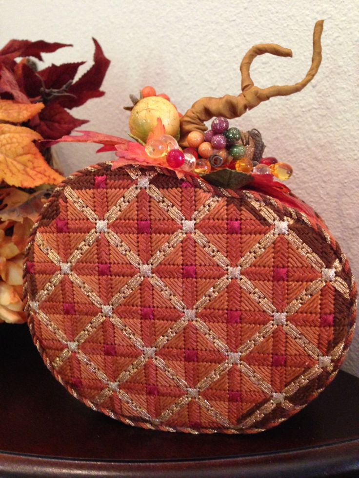 Luv's 2 Stitch in San Meteo Ca. supplied the Melissa Shirley canvas for Cammie V. to add to her Fall display.
