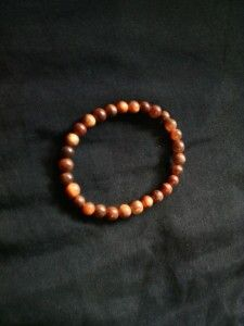 Gelang agathis 6mm.  Check www.indonesianhandycraft.com for more info.