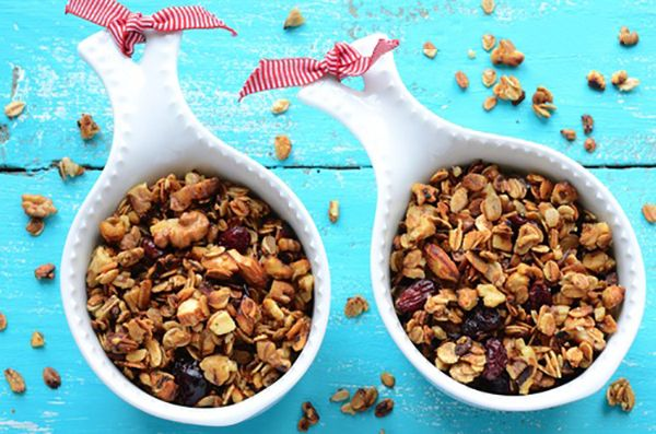 If you're looking for a new way to use your slow cooker, then you'll love this slow cooker recipe for pumpkin cranberry granola. #SlowCooker #CleanEating #SkinnyMs