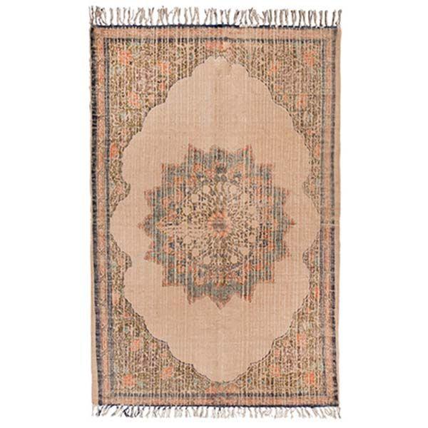 Carpet Rural 120x180cm  Description: Dit Tapijt Carpet Rural van Zuiver met een Oosterse uitstraling kun je vrijwel overal in huis kwijt of je hem nu in de woon- slaap- of werkkamer neer wilt leggen. Het komt overal goed tot zijn recht zelfs in de hal! De combinatie van zandkleurige tinten en de mooie print maakt dit tapijt tot een perfect geheel. Dit prachtige handgeweven vloerkleed dat gemaakt is van stevig materiaal is 120 cm breed en 180 cm lang. Uiteraard voeg je met deze blikvanger een…