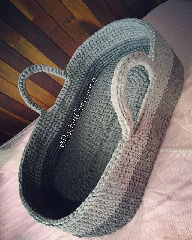 Prontinho pra deixar um bebezinho cochilar tranquilo 💕  #RachelCorujinha #feitoamao #handmade #crochê #crochet  #fiodemalha #fioecologico #fioreciclado #trapilho #trapillo #euquefiz #ideias #totora #crochetlove  #crochetaddict #alfombra #crochetart  #crochetlife #lovecrochet  #bolsademao  #bolsadecroche #crochetbag #ganchillo #ganchilloxxl #tejer  #trapilloadiction #ganchillocreativo #moises #moisesdecroche