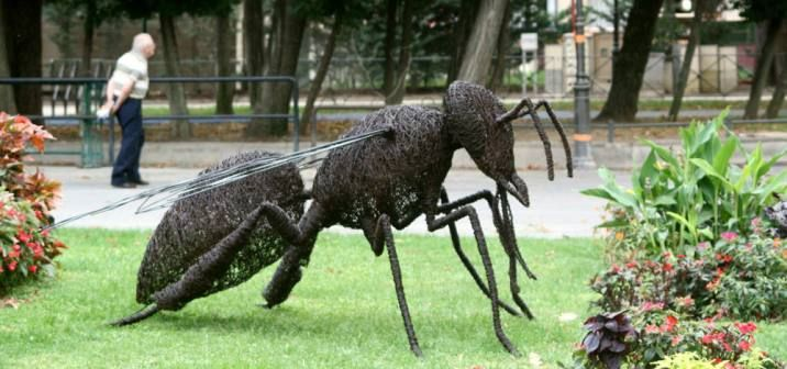 Honeybee-sculpture - David Vanorbeek – Metal Art Sculptures