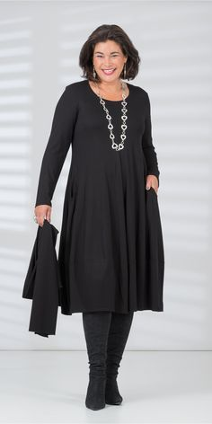 Q'neel black jersey dress and scarf