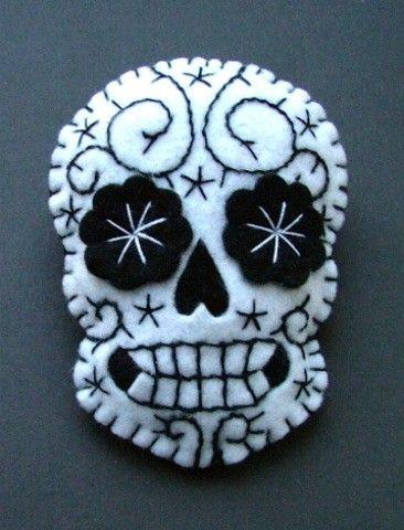 Dia De Los Muertos, Day of the Dead felt calavera sgar skull activity. #dayofthedead #eldiadelosmuertos #mexicanfolkart