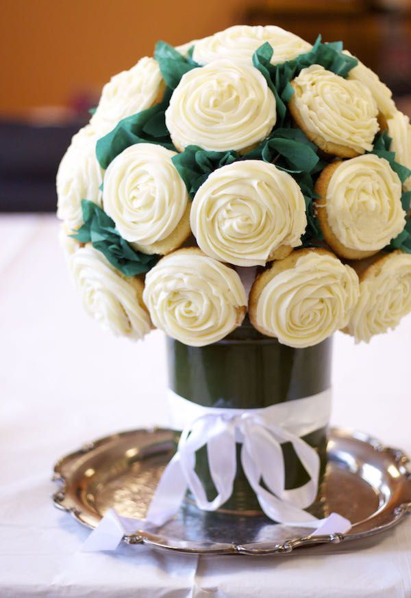 Recipe and assembly instructions for this STUNNING cupcake bouquet.