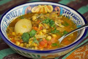 De Marokkaanse soep harira is een rijkelijk gevulde en gebonden maaltijdsoep. Ondanks het duidelijke basisrecept voegt iedereen zijn eigen ingrediënten er aan toe waardoor de soep nergens hetzelfde smaakt. Ik heb van mijn moeder geleerd om harira te maken...