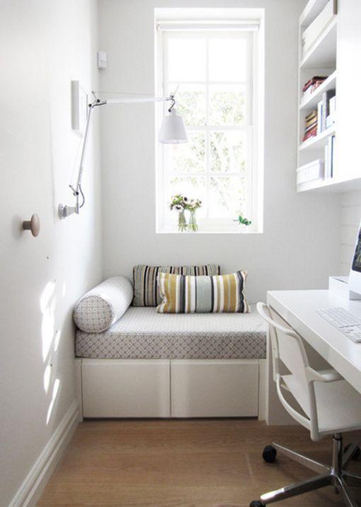 Cómo decorar habitaciones estrechas y alargadas: dormitorio con zona de trabajo