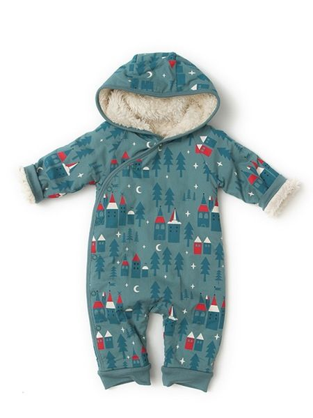 This little snow outfit is terribly expensive for a baby but it is made of 100% bio cotton and looks sooooooo adorable