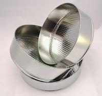 Set 3 de moldes para tartas y bizcochos, en tres tamaños. Fabricados con aluminio, con bandeja extraíble y fácil de desmoldar.    Cada set contiene tres tamaños para hornear o enfriar tus tartas y bizcochos: 22 cm, 25,5 cm y 26,5 cm de diámetro.    Pueden usarse tanto en el horno (para hornear tus bizcochos) o en frío, para tus tartas tipo cuajada. La parte exterior es desmontable con cierre click y cada uno de ellos te costará menos de 5 euros ¡No te lo pienses! ¡No lo encontrarás más…