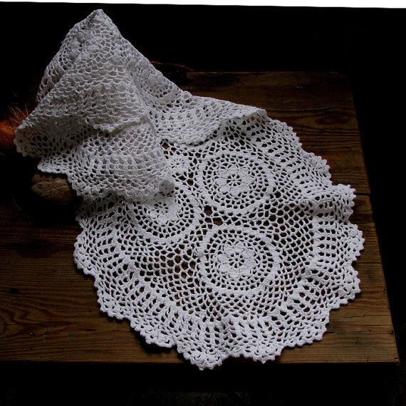 Oval crochet doily / tablecloth / lace runner / by DamovFashion