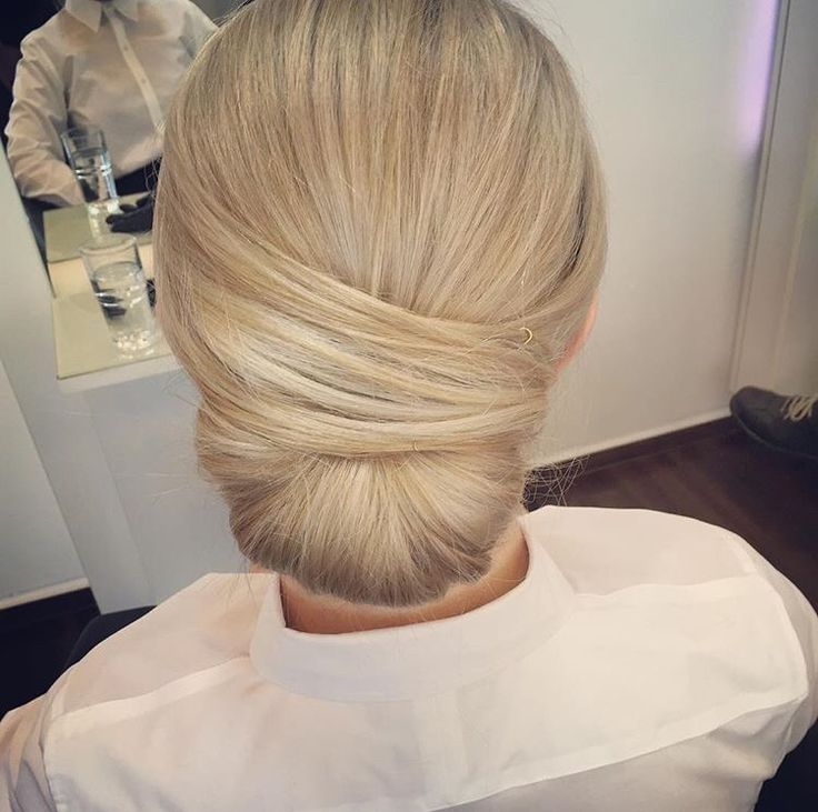 Platin Blonde Business Hair / Hairstyle. Follow me on Instagram @hannahmenting