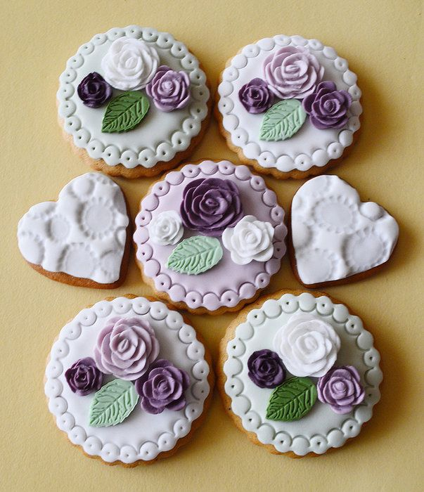 Roses cookies - by benyna @ CakesDecor.com - cake decorating website