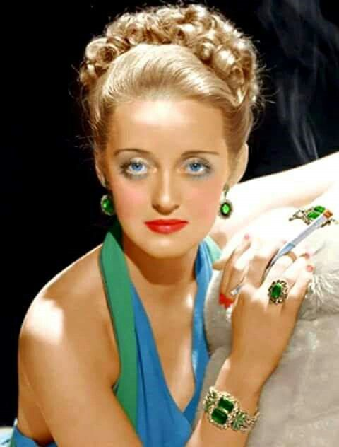 Bette Davis A really glamorous & beautiful picture of her (very few pictures of her were)