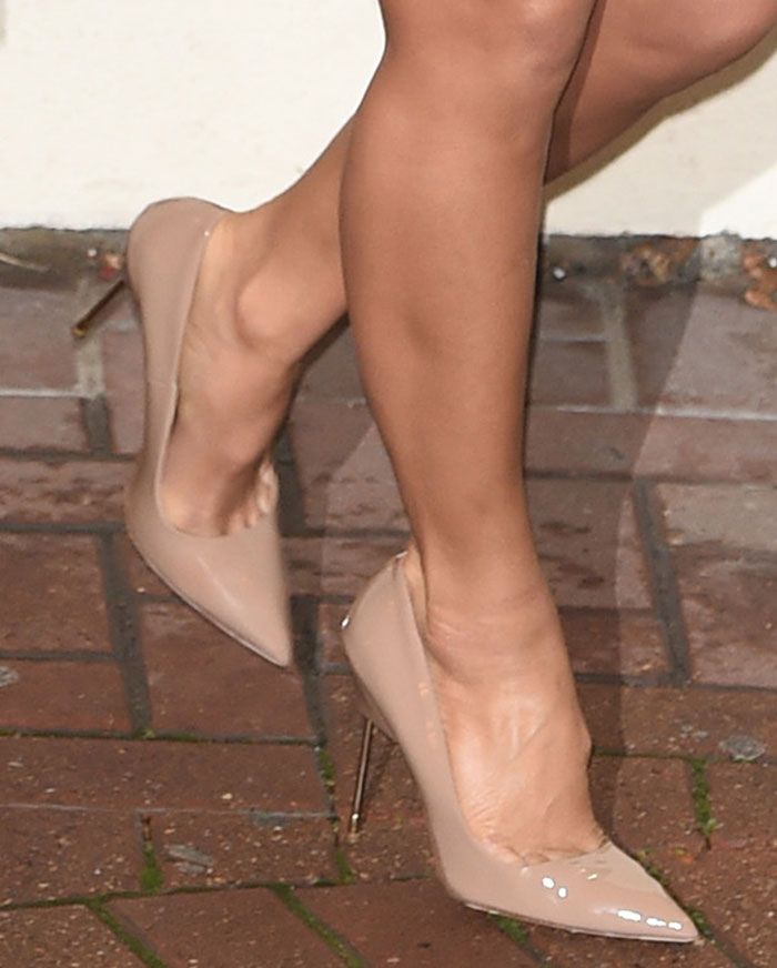 Nicole Scherzinger in Kurt Geiger pumps