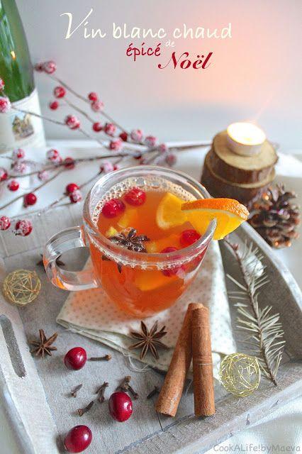 Vin blanc chaud épicé de Noël • Christmas mulled white wine #spices #cinnamon #cranberries #xmas #drink #cocktail #aperitif #épices #boisson #cannelle