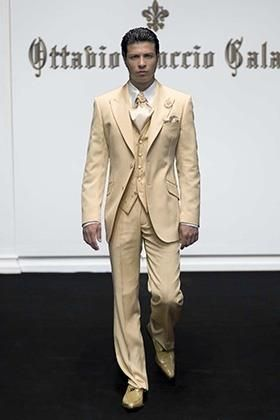 Свадебный мужской костюм песочного цвета