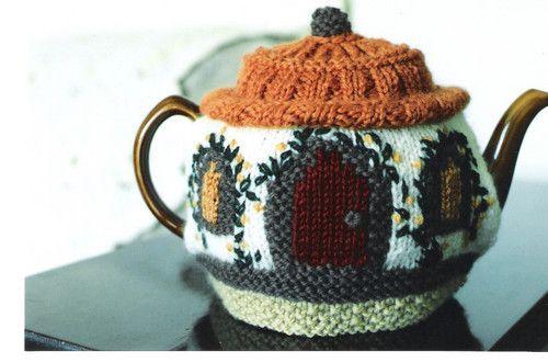 Cute teapot cozyTeas Time, Teas Cosy, Cozy House, Teas Pots, Cottages Chic, Cottages Teas, Teas Cozy, Teas House, Little Cottages