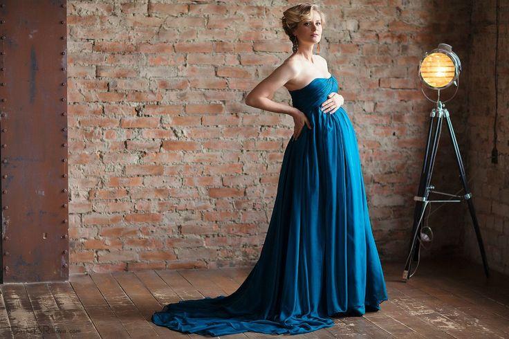 Синее платье со шлейфом для фотосессии беременной