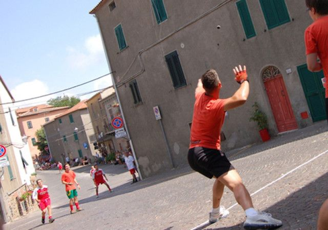 Il gioco della palla eh!  Foto Lucia DeLeo #tirli #maremma #toscana