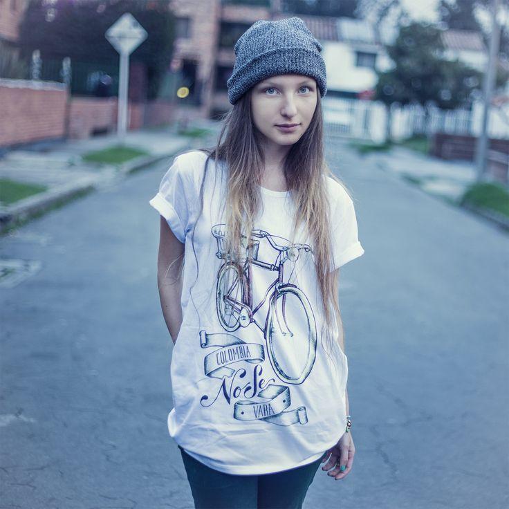 """Diseño: ESKAYAM """"Colombia en manos del arte y el diseño"""" """"El arte de llevar a Colombia en el corazón"""" Camisetas de colección"""